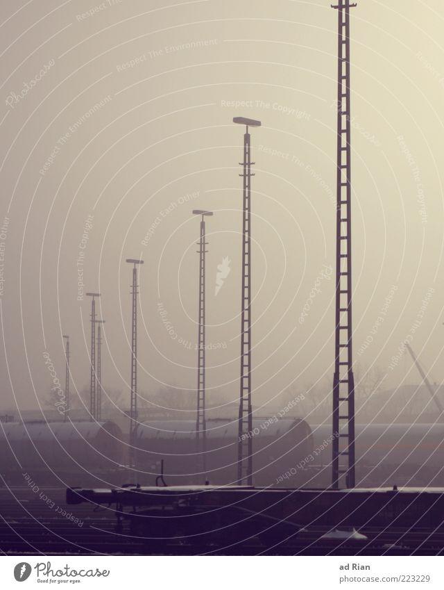 Konsumgut für alle! Natur Nebel Eis Frost Verkehrsmittel Güterverkehr & Logistik kalt Farbfoto trist Menschenleer Eisenbahnwaggon Nebelschleier Nebelstimmung