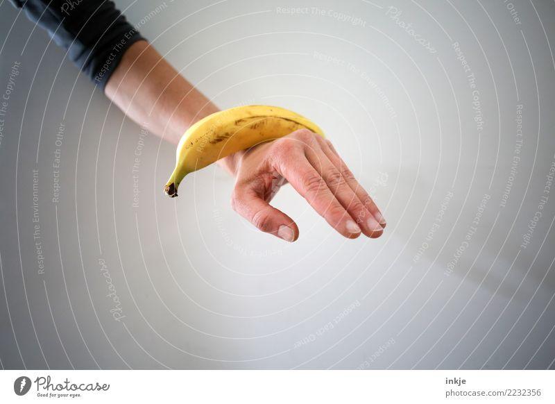 ausgewogene Ernährung 3 Mensch Hand gelb Gesundheit außergewöhnlich Zufriedenheit Frucht liegen frisch Arme festhalten reif Banane