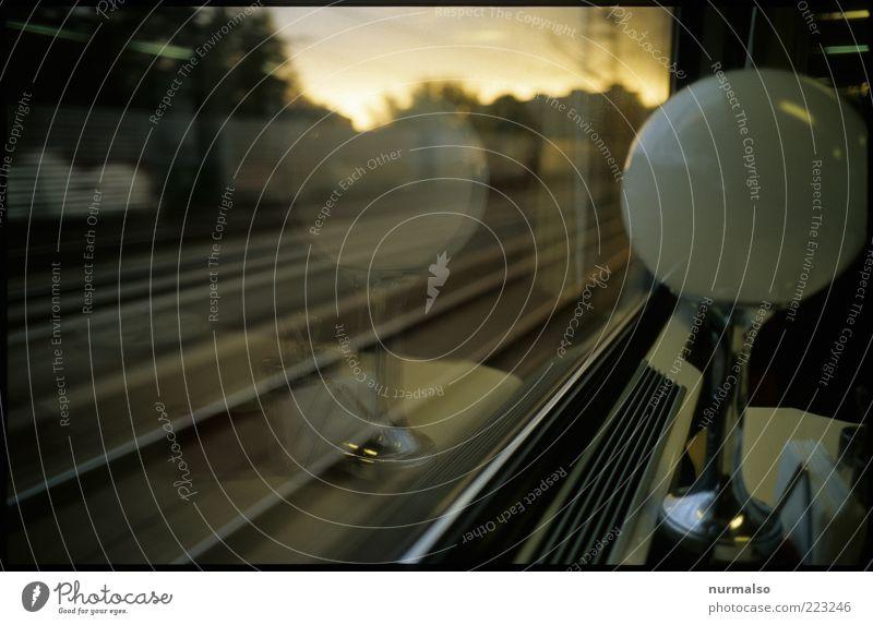 auf die Reise gehen weiß Ferien & Urlaub & Reisen Freiheit Stimmung Lampe Freizeit & Hobby Ausflug Verkehr frei Eisenbahn fahren rund Gleise Fensterscheibe
