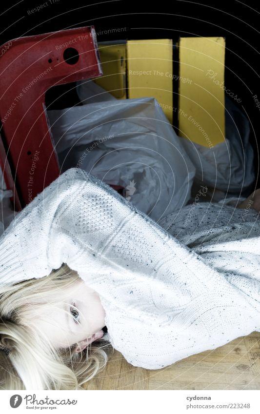 CU Mensch Jugendliche schön ruhig Leben Stil Erwachsene blond Lifestyle liegen einzigartig geheimnisvoll Kreativität obskur Pullover Idee