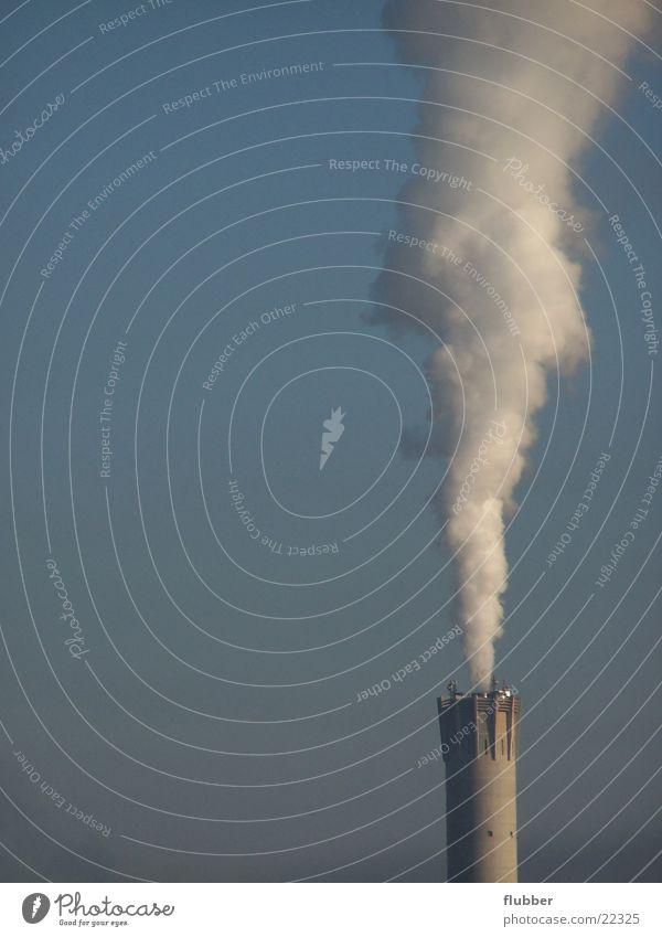 rauchen ist gesund Fabrik Abgas Umweltverschmutzung Luft Industrie Schornstein Rauchwolke verbrennungsanlage Himmel Klima viele Menschenleer Außenaufnahme