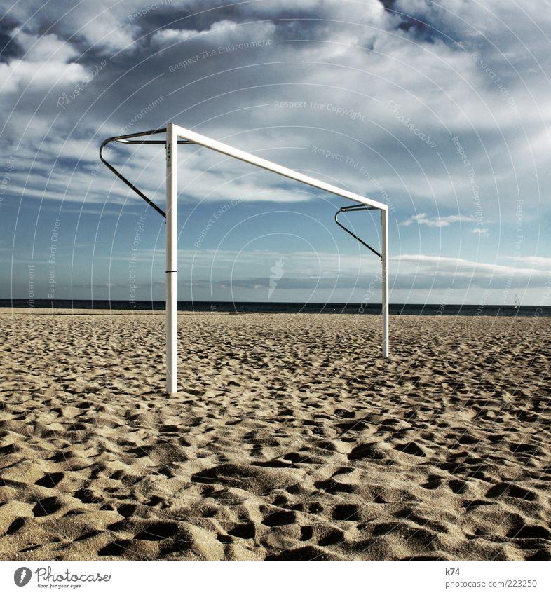 gol Tor Fußball Fußballplatz Sand Luft Wasser Himmel Wolken Horizont Sonnenlicht Küste Meer Strand stehen ruhig Erholung Farbfoto Außenaufnahme Tag