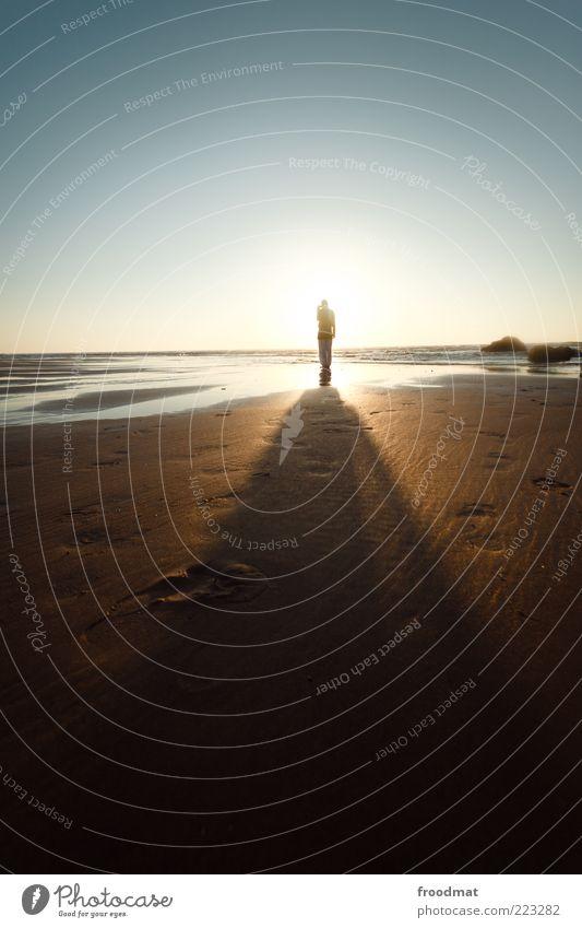 lichtgestalt Mensch Frau Natur Ferien & Urlaub & Reisen Sonne Sommer Meer Strand Erwachsene Ferne Erholung Freiheit Sand Horizont Freizeit & Hobby Ausflug