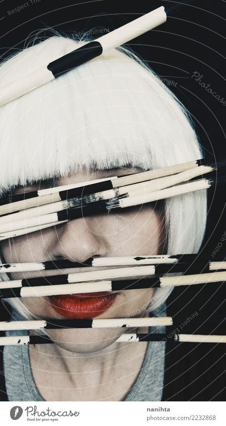Künstlerisches und mysteriöses Porträt Lippenstift Mensch feminin Junge Frau Jugendliche 1 18-30 Jahre Erwachsene Kunst Subkultur weißhaarig kurzhaarig Perücke