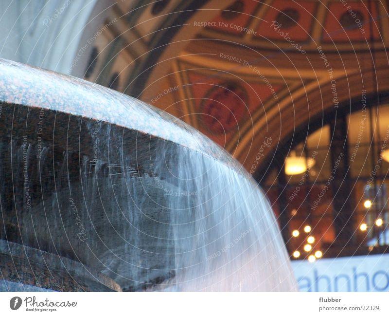 wintertag Brunnen fließen Langzeitbelichtung Winter kalt Licht Skulptur historisch Wasser