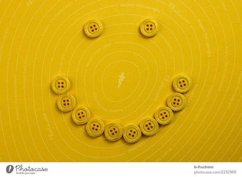 smile Auge Mund Papier Zeichen Lächeln lachen einfach Fröhlichkeit gelb Freude Sympathie Freundschaft Idee Knöpfe Ikon Knopfauge Knopfloch liegen