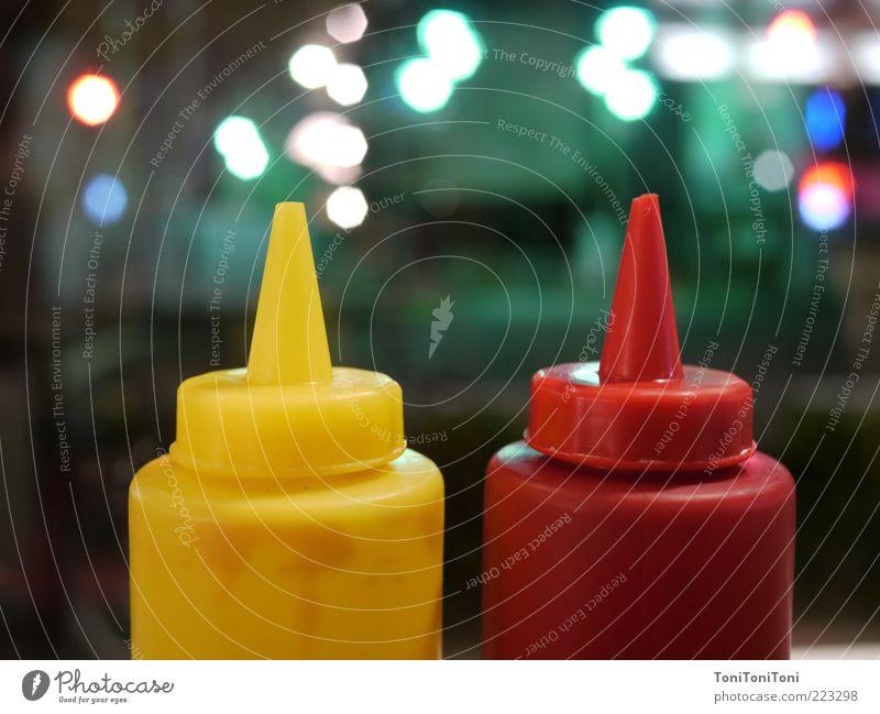 Senf und Ketchup in Tokyo rot gelb dunkel Lebensmittel Zufriedenheit Design authentisch modern ästhetisch Coolness retro Spitze einfach Kunststoff genießen