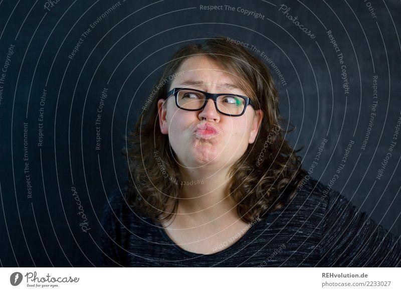 Grimasse Stil Freizeit & Hobby Mensch feminin Junge Frau Jugendliche Erwachsene Haare & Frisuren Gesicht 1 30-45 Jahre Brille brünett langhaarig authentisch