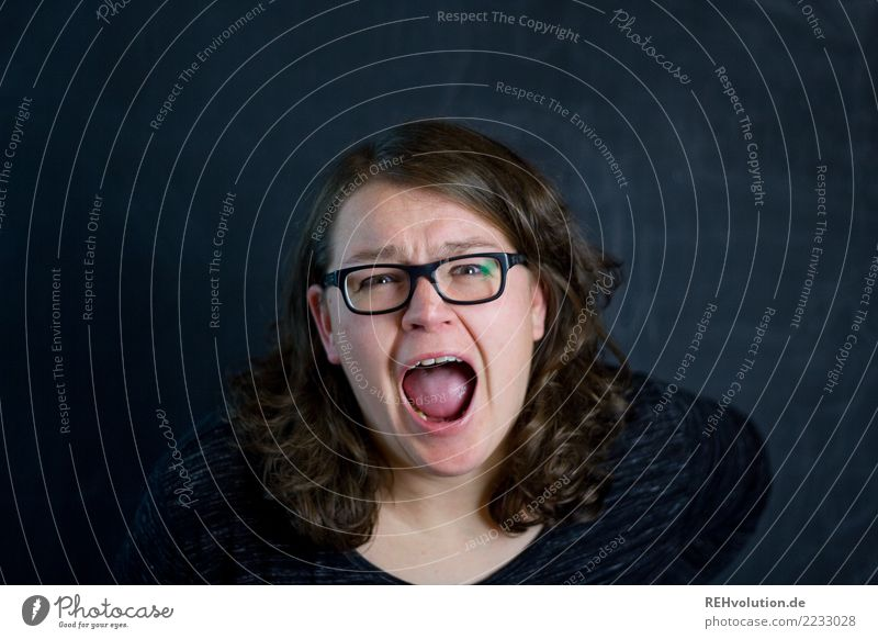 Der Schrei Frau Mensch Jugendliche Junge Frau Gesicht Erwachsene feminin außergewöhnlich Kommunizieren authentisch bedrohlich Brille Wut Stress