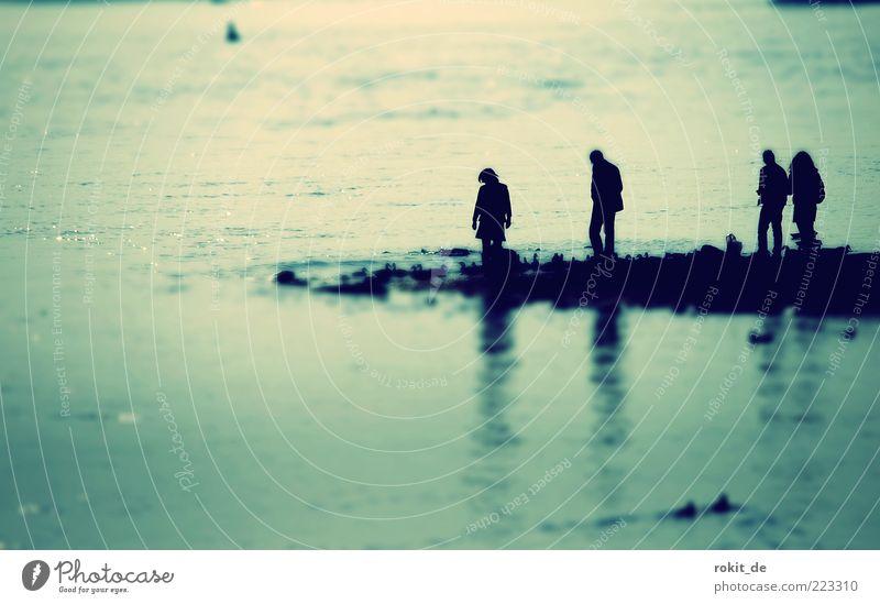 Vergessen... Mensch 4 Küste Flussufer Bucht entdecken Rhein Rheingau Boje Suche Eltville Reflexion & Spiegelung Wellen Strömung Tilt-Shift Gedeckte Farben