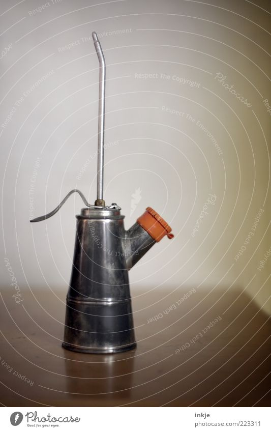 Ölkännchen alt kalt Handwerk Werkzeug Erdöl Handwerker Blech Perspektive Heimwerker Automechaniker Ölkanne