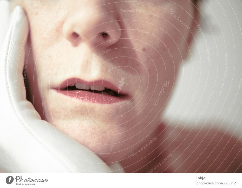 I knew she´d hang on your lips... Frau schön Gesicht Erwachsene feminin Leben Gefühle Denken Stimmung Mund warten ästhetisch Neugier Lippen hören Leidenschaft