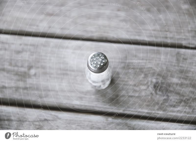 Salzstreuer Hart Steuer Backbord weiß Speise Essen Lebensmittel Ernährung Glas stehen Kräuter & Gewürze Gastronomie Restaurant Essen zubereiten Holztisch