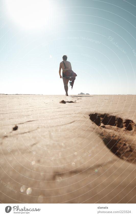 fussnote Ferien & Urlaub & Reisen Ausflug Abenteuer Ferne Freiheit Sommer Sommerurlaub Strand Meer Insel maskulin Fuß Sand Wolkenloser Himmel Schönes Wetter