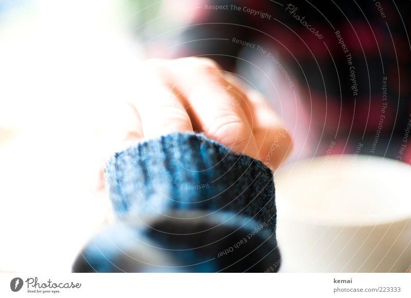 Berührung Mensch Frau Mann Hand Erwachsene Liebe Paar maskulin Finger berühren Vertrauen Tasse Verliebtheit Partner Pullover Geborgenheit