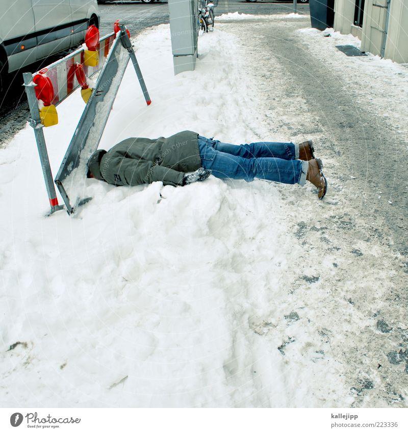 schneechaos Mensch Mann Winter Erwachsene Tod Schnee Wetter Eis Schuhe Schilder & Markierungen liegen Klima Frost Baustelle Jeanshose fallen