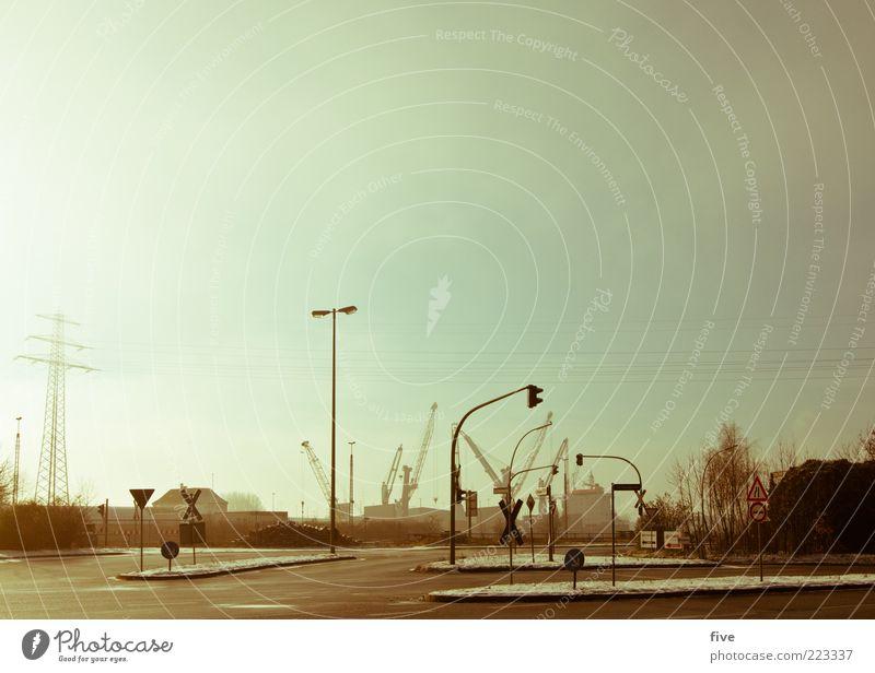 Hamburg Harbour Area Himmel Wolken Stadt Hauptstadt Hafenstadt Stadtrand Menschenleer Verkehr Verkehrswege Straße Straßenkreuzung Wege & Pfade Wegkreuzung Ampel