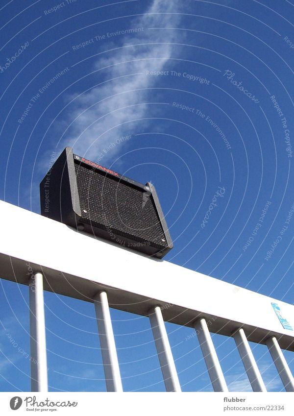 sound in the air Himmel blau Musik Lautsprecher Geländer Ton Klang Entertainment Verstärker