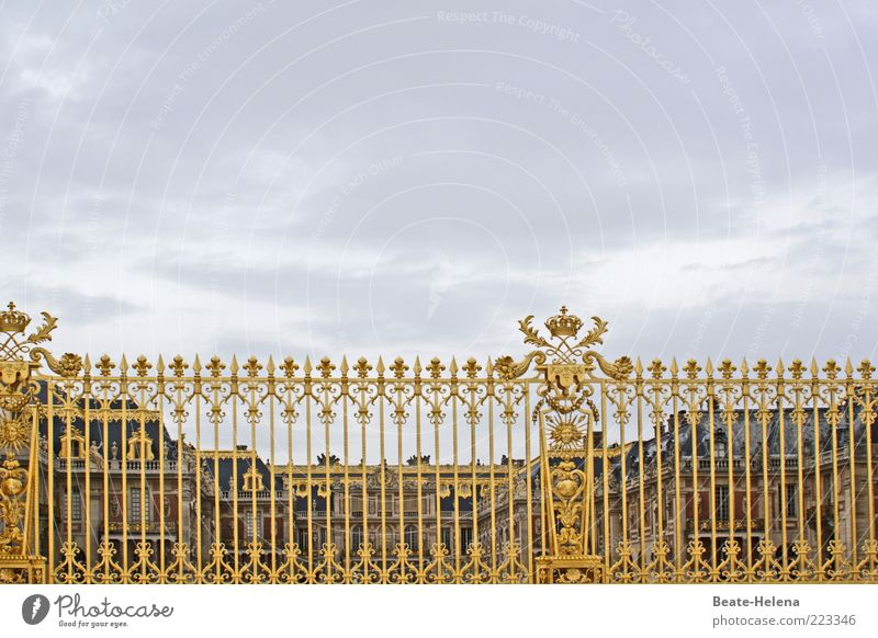 Wir müssen leider wieder draußen bleiben gold glänzend Schilder & Markierungen ästhetisch außergewöhnlich Macht Bauwerk Zeichen fantastisch Burg oder Schloss