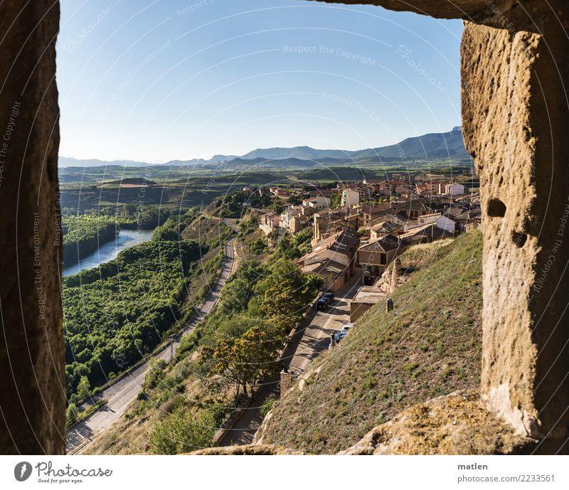 Rioja Landschaft Pflanze Himmel Wolkenloser Himmel Horizont Sommer Schönes Wetter Baum Felsen Berge u. Gebirge Fluss Kleinstadt Altstadt Architektur Mauer Wand