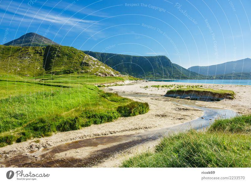 Haukland Beach auf den Lofoten in Norwegen Erholung Ferien & Urlaub & Reisen Tourismus Strand Meer Berge u. Gebirge Natur Landschaft Wasser Wolken Felsen Idylle