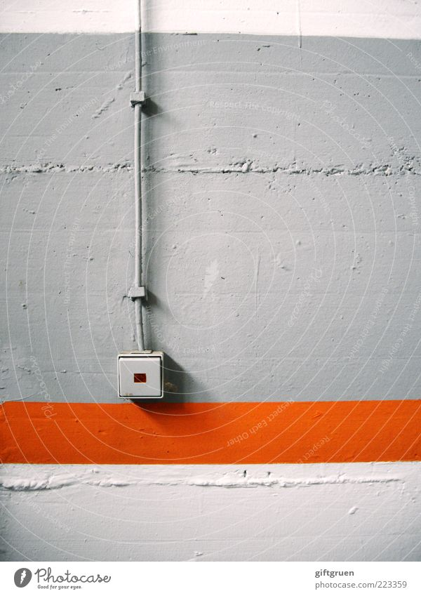streiflicht weiß Wand grau Farbstoff orange Beton Energiewirtschaft Elektrizität Technik & Technologie Kabel Streifen vertikal Schalter elektrisch Licht altmodisch