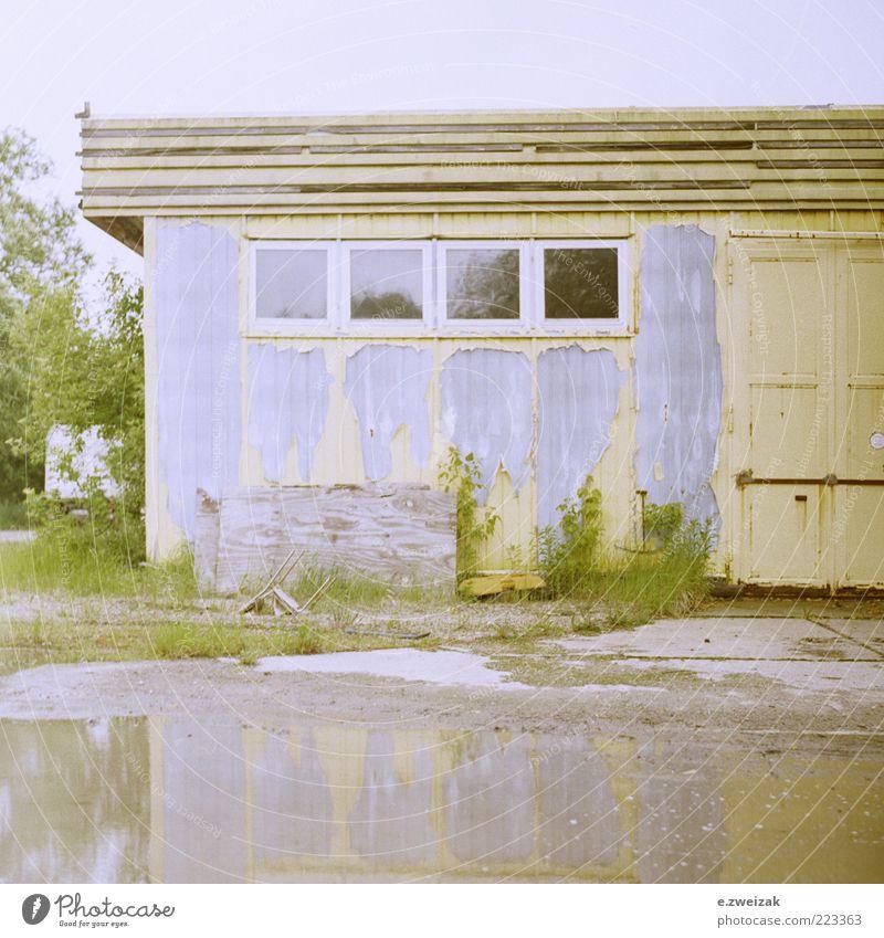 untitled 2 Himmel Wasser alt Pflanze Sommer Haus Wand Fenster Gras Mauer Architektur Gebäude Fassade Industrie Sträucher Fabrik