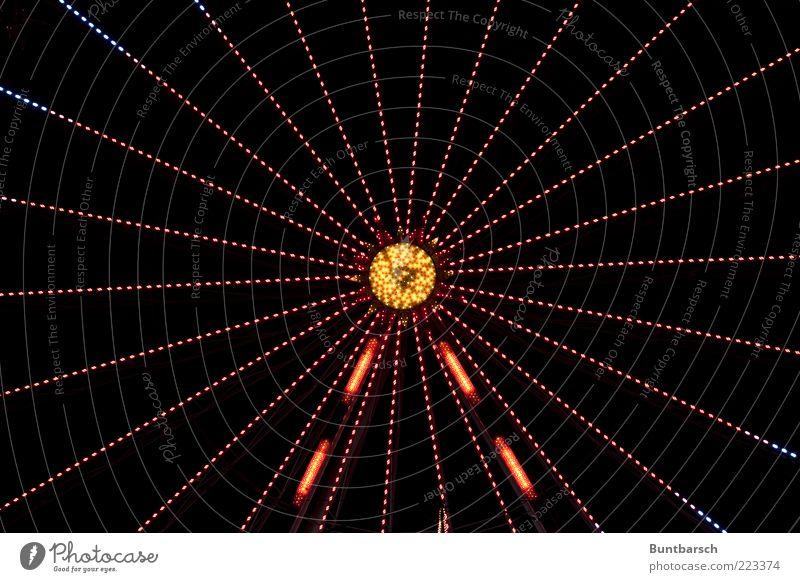 starlight Riesenrad Fahrgeschäfte Karussell drehen hell blau gelb gold rot Vorfreude Bewegung Genauigkeit Präzision Symmetrie leuchten glänzend Farbfoto