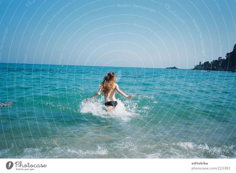 Mensch Jugendliche schön Sonne Ferien & Urlaub & Reisen Meer Sommer Strand Freiheit Haare & Frisuren Wetter Haut Ausflug rennen Tourismus