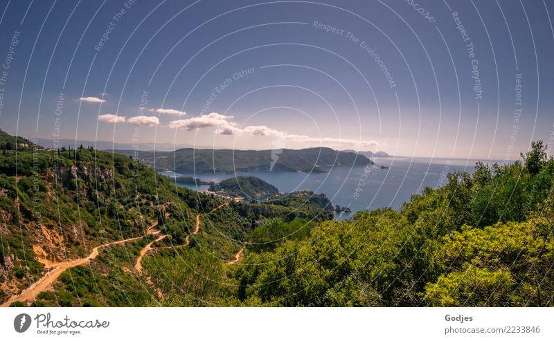 Blick von Angelokastro, Paleokastritsa auf Serpentinen und das Mittelmeer Landschaft Wasser Himmel Wolken Horizont Sommer Schönes Wetter Baum Sträucher Hügel