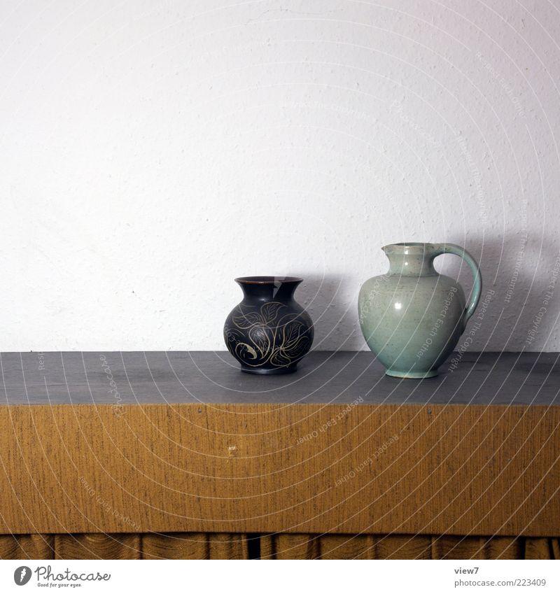 Krug und Krüger alt Einsamkeit dunkel braun Raum Zufriedenheit Ordnung trist authentisch Häusliches Leben Dekoration & Verzierung Innenarchitektur einfach