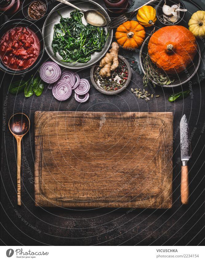 Kürbisgericht kochen Gesunde Ernährung dunkel Foodfotografie Stil Lebensmittel Design Häusliches Leben Gemüse Gastronomie Bioprodukte Essen zubereiten Messer