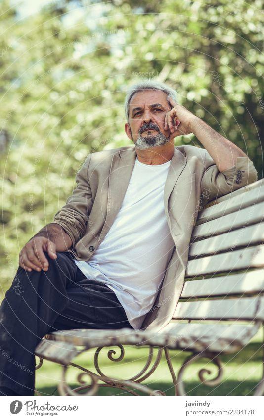 Mensch Mann alt Erwachsene Straße Lifestyle Senior Glück maskulin Park 45-60 Jahre 60 und älter Bekleidung Männlicher Senior Bank reif