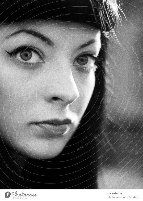 rockabella. Jugendliche schön Gesicht feminin Erwachsene Stil elegant ästhetisch retro einzigartig außergewöhnlich Leidenschaft 18-30 Jahre positiv langhaarig