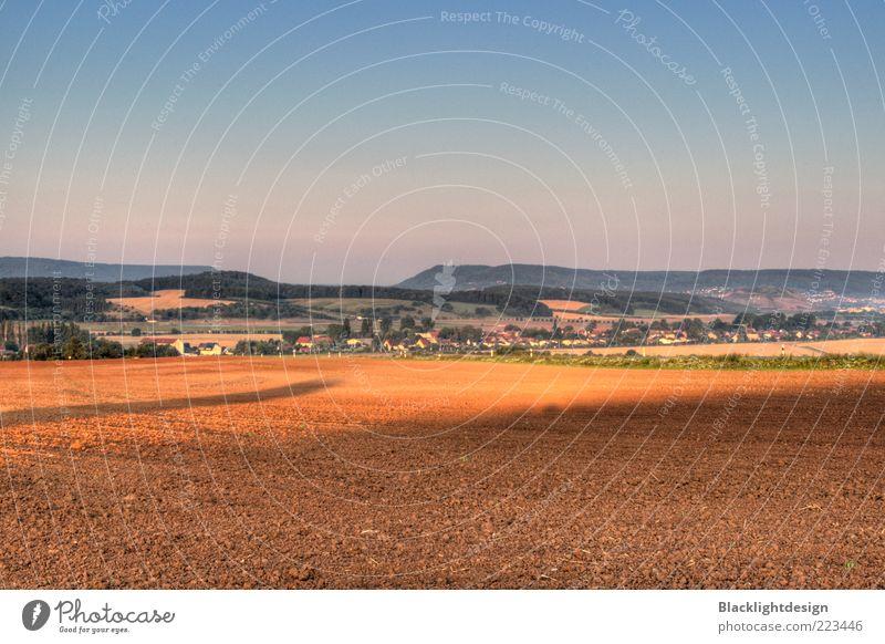 Blick auf die Hainleite Natur Landschaft Erde Luft Himmel Wolkenloser Himmel Horizont Herbst Schönes Wetter Feld Hügel Dorf Kleinstadt blau braun Farbfoto