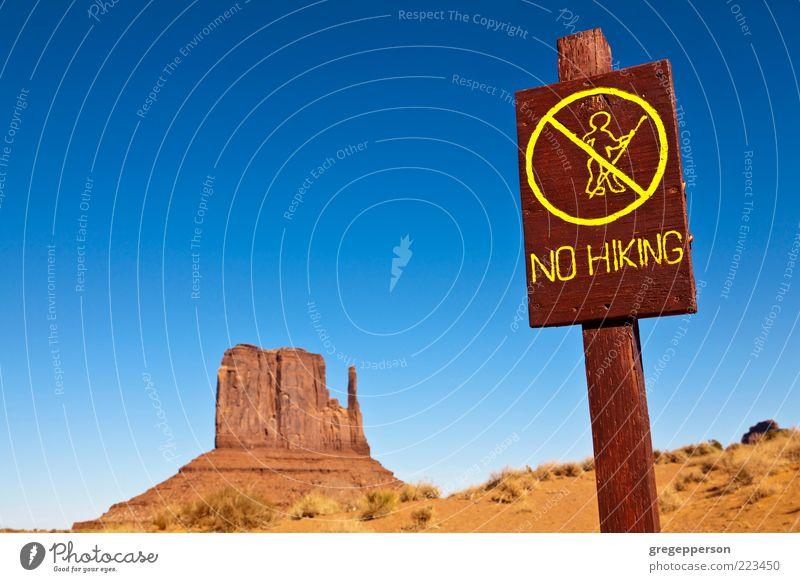 Natur Ferien & Urlaub & Reisen Umwelt Landschaft laufen wandern Abenteuer Hinweisschild Reisefotografie Wüste Zeichen Schönes Wetter Beratung Warnhinweis Risiko