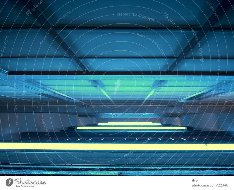 blaues Treppenhaus I Glasbaustein Neonlicht Licht Architektur Beleuchtung
