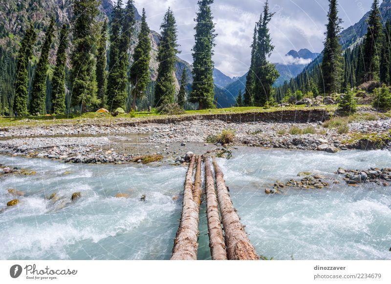 Karakol Nationalpark, Kirgisistan Sommer Berge u. Gebirge Natur Landschaft Himmel Wolken Baum Gras Park Wald Hügel Felsen Schlucht Fluss Verkehr Straße grün