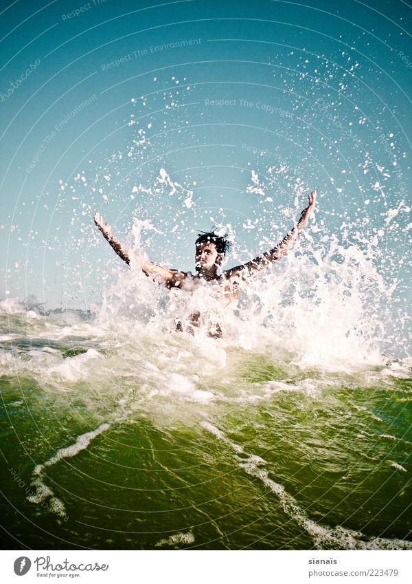 wellenbrecher Mensch Ferien & Urlaub & Reisen Jugendliche Mann Wasser Sommer Sonne Meer Freude Junger Mann Ferne kalt Erwachsene Leben Bewegung Spielen