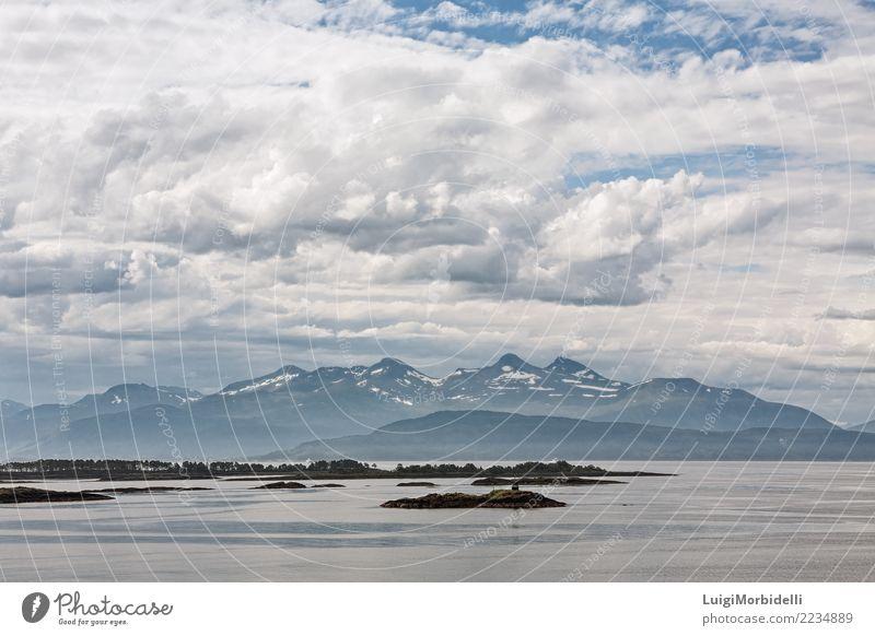 Bergblick mit einigen Inseln im Fjord in Molde, Norwegen Ferien & Urlaub & Reisen Sommer Meer Berge u. Gebirge Natur Landschaft Himmel Farbe Horizont Schimmel