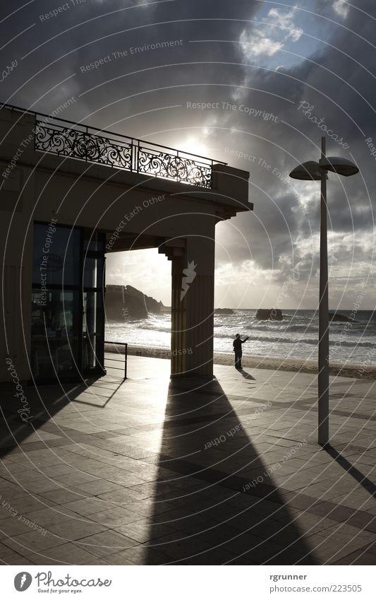 Biarritz Hafenstadt Stadtrand Haus Gebäude Fassade Terrasse Fenster Tür Erholung Ferien & Urlaub & Reisen Fernweh ästhetisch Einsamkeit Gedeckte Farben