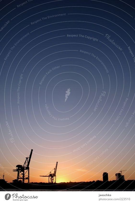 Hafen, Hamburg, Hochformat Himmel Sonne Ferne ästhetisch Industrie Romantik Kitsch Idylle leuchten Skyline Wirtschaft Kran Schönes Wetter Elbe