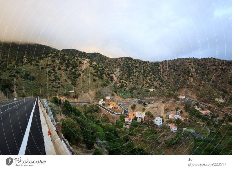 Zum Ort immer gerade aus Umwelt Natur Landschaft Erde Luft Wassertropfen Wolken Klima Klimawandel Wetter Dorf Straße Serpentinen fahren Ferien & Urlaub & Reisen