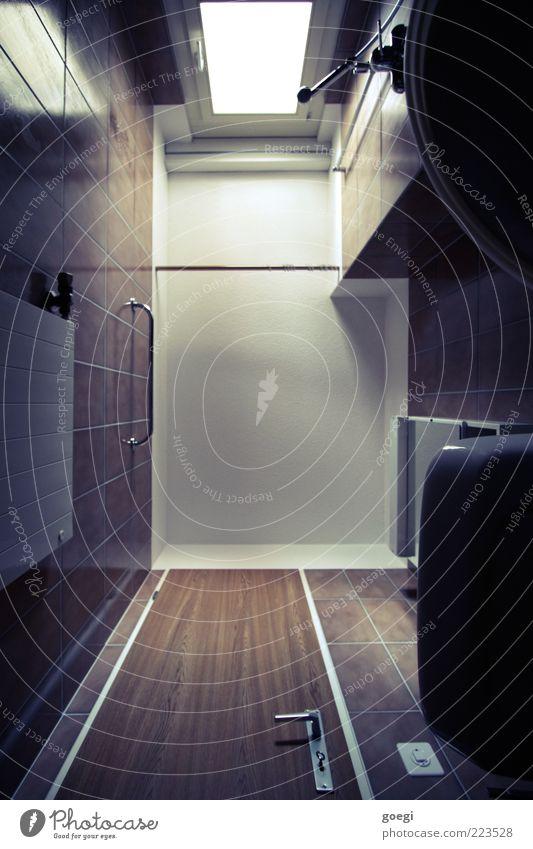 Sonntagmorgen in Deutschland ... Bad Toilette Fenster Tür Decke Heizkörper Heizung Spiegelschrank Lichtschalter Waschbecken Dusche (Installation) klein Farbfoto