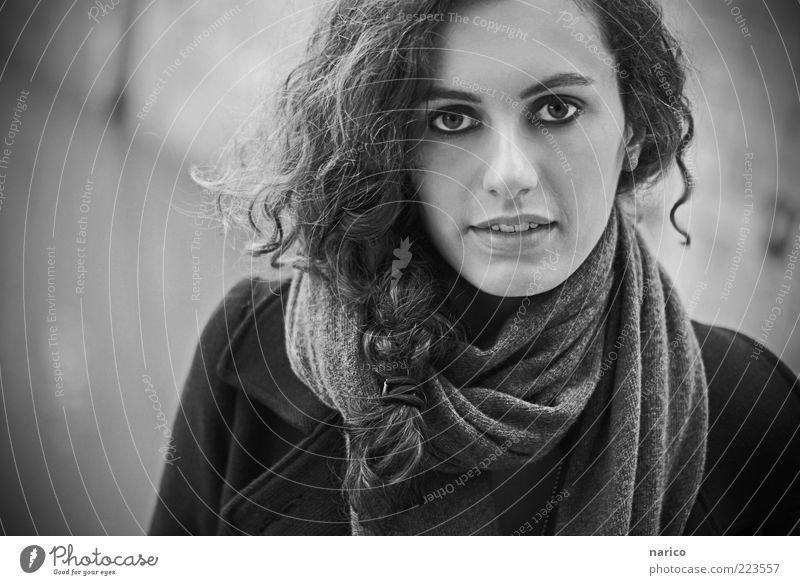 just the way you are... Mensch Jugendliche weiß schön Gesicht schwarz Leben feminin Herbst grau Haare & Frisuren Mode Bekleidung modern weich