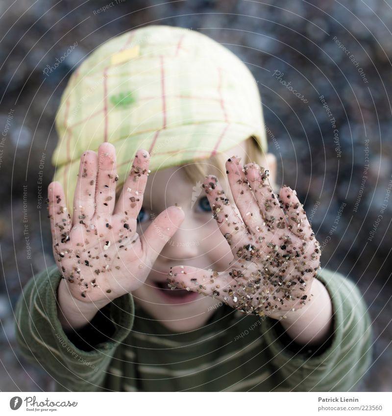 Hold on! Freude Glück Gesicht Spielen Kind Mensch Junge Hand Finger 3-8 Jahre Kindheit Umwelt berühren entdecken frech Fröhlichkeit Stimmung Sicherheit