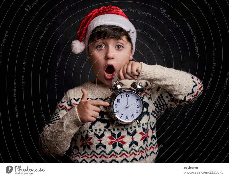 Überraschtes Kind in Silvester Lifestyle Freude Glück Entertainment Party Veranstaltung Feste & Feiern Weihnachten & Advent Silvester u. Neujahr Mensch maskulin