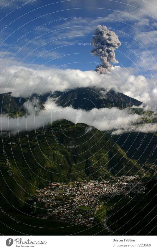 Vulkan Ferien & Urlaub & Reisen Abenteuer Expedition Berge u. Gebirge Umwelt Natur Landschaft Luft Erde Himmel Wolken bedrohlich gefährlich Desaster Südamerika