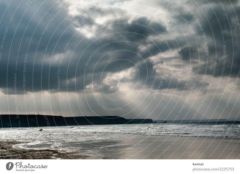 Whatever the weather. Mensch Himmel Natur Ferien & Urlaub & Reisen Wasser Landschaft Meer Erholung Wolken ruhig Ferne Strand dunkel Leben Lifestyle Umwelt