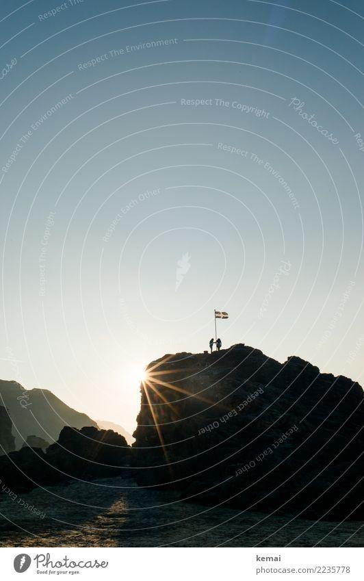 Explorers on top. Mensch Natur Ferien & Urlaub & Reisen Landschaft Erholung ruhig Ferne Strand Wärme Lifestyle Umwelt Küste Tourismus Freiheit Zusammensein